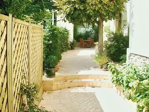 Am nagement de jardin bois jardins for Jardin cour